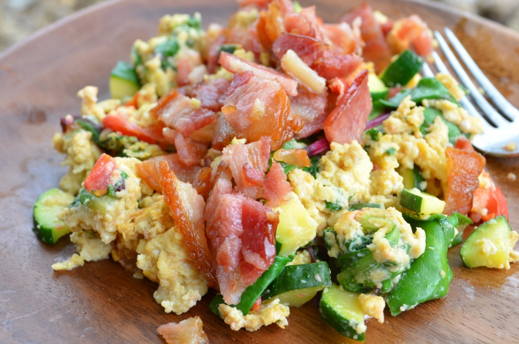 paleo-recipes_scrambled-eggs-vegetables-bacon